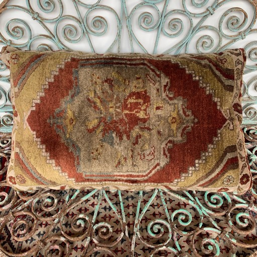 Vintage Carpet Cushion-Crp002