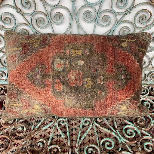 Vintage Carpet Cushion-Crp003