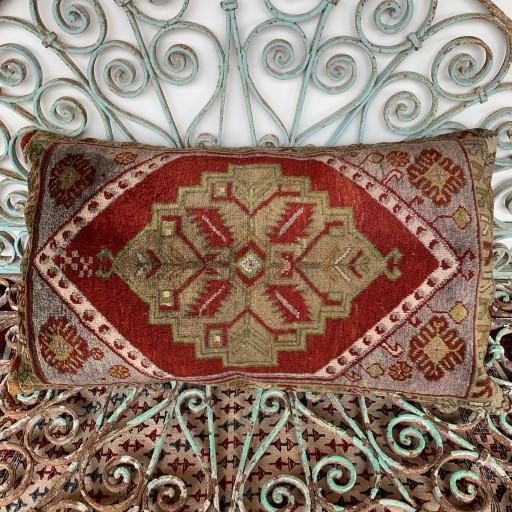 Vintage Carpet Cushion-Crp004