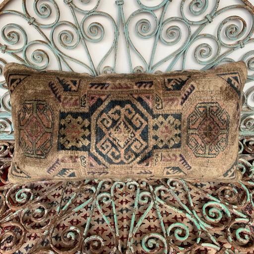 Vintage Carpet Cushion-Crp027