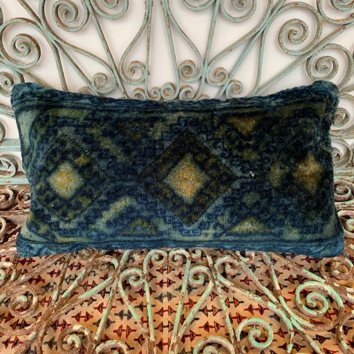 Vintage Carpet Cushion-Crp029