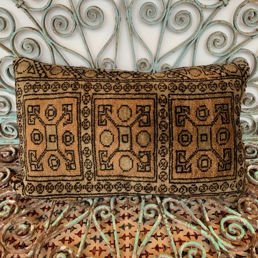 Vintage Carpet Cushion-Crp031
