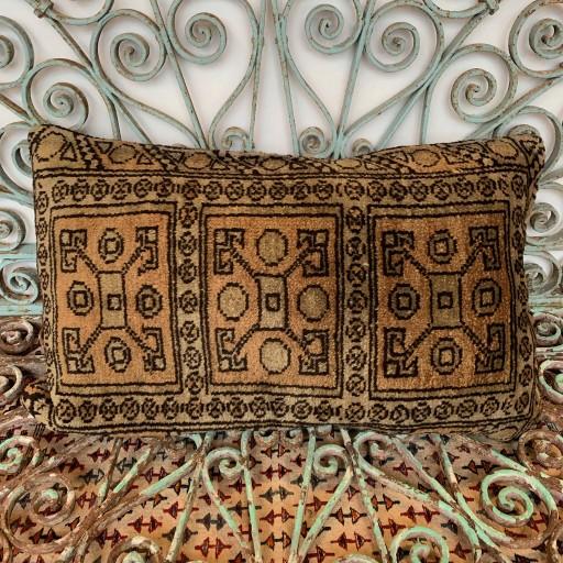Vintage Carpet Cushion-Crp031